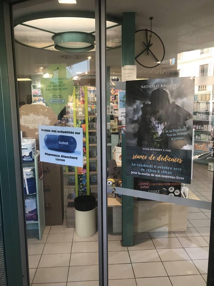 Dédicaces Livron - vitrine pharmacie